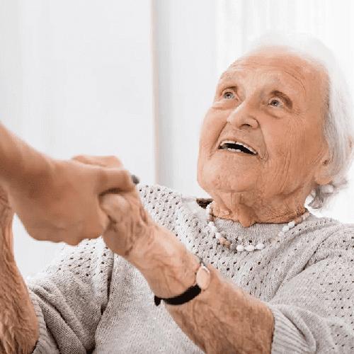 Alltragshilfe und Betreuung: Das wohl Wichtigste für Angehörige ist die sorgfältige und gewissenhafte Pflege der Liebsten | Agentur für Haushaltshilfe