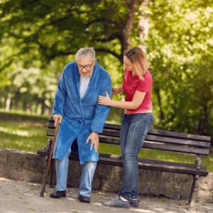 Entlastung pflegender Angehöriger: Eine menschliche und fachlich gute Pflege Ihrer Liebsten muss kein Vermögen kosten. Jetzt beraten lassen von der Agentur für Haushaltshilfe!